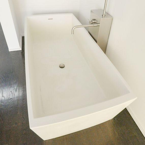 "75"" White Freestanding Tub"