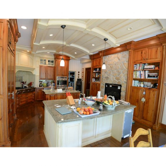 Crystal Two Tone Traditional Pre-Owned Kitchen