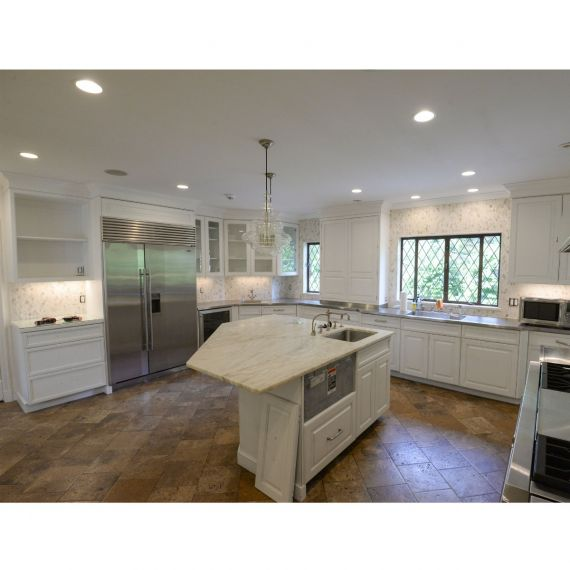 Heritage Muted White Traditional Pre-Owned Kitchen