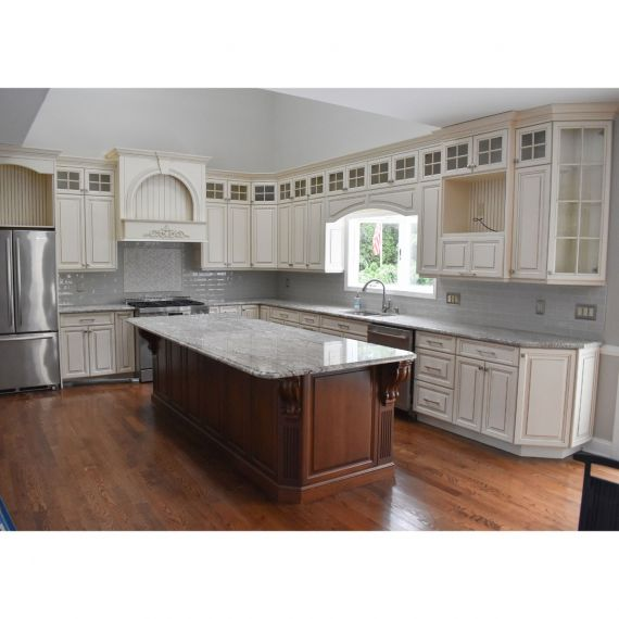 Alabaster & Grey Traditional Pre-Owned Kitchen