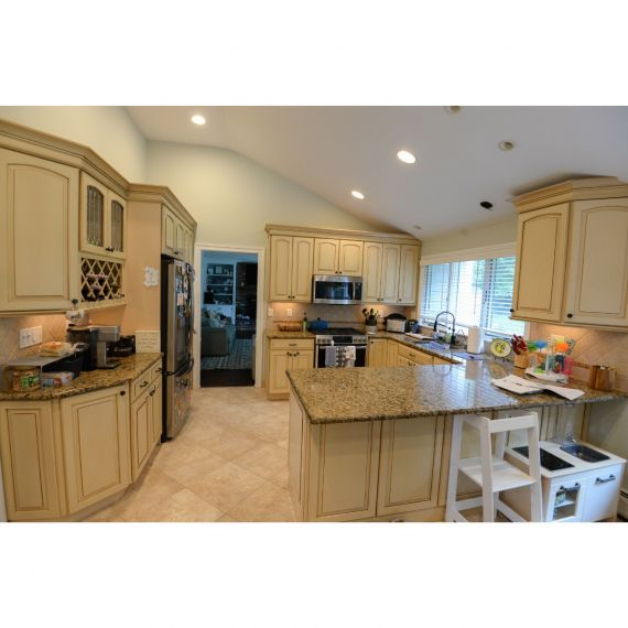 KraftMaid Warm Buff Traditional Pre-Owned Kitchen