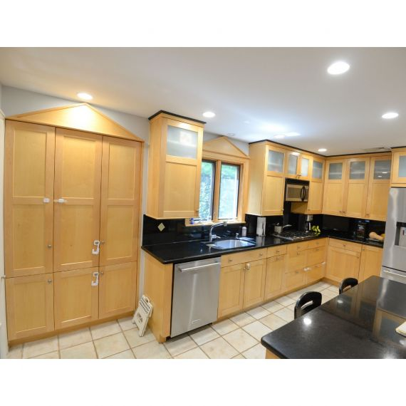 Brookhaven Butterscotch Traditional Pre-Owned Kitchen