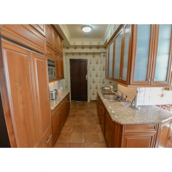 Brookhaven Colonial Maple Traditional Pre-Owned Kitchen