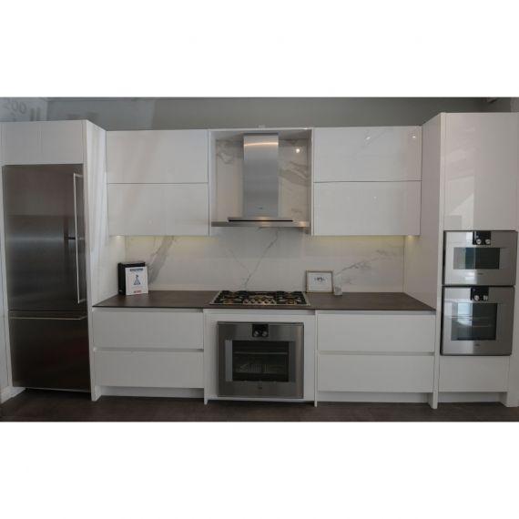 Irpinia Modern Glossy White Showroom Display Kitchen
