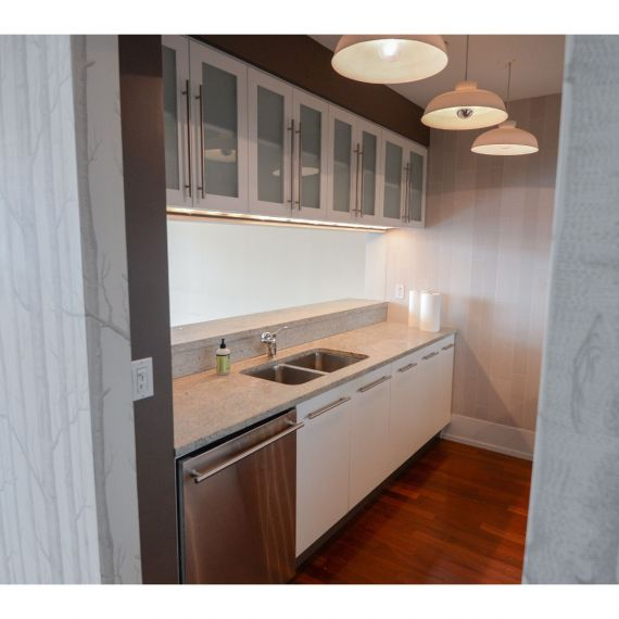 Imperia Modern Pre-Owned Kitchen