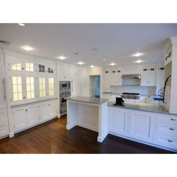Custom Polar White Traditional Pre-Owned Kitchen