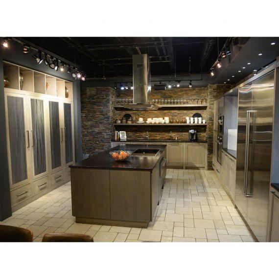 Rutt Regency Transitional Showroom Display Kitchen