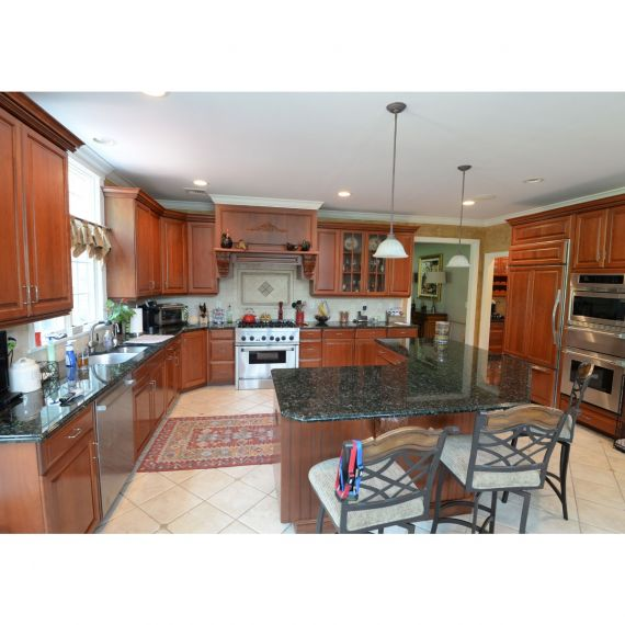 Royal Cabinet Traditional Pre-Owned Kitchen