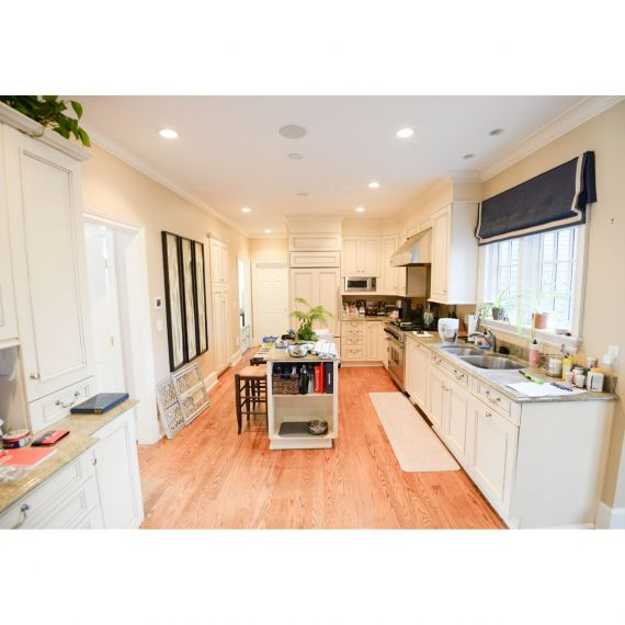 Brookhaven Almond Bisque Traditional Pre-Owned Kitchen