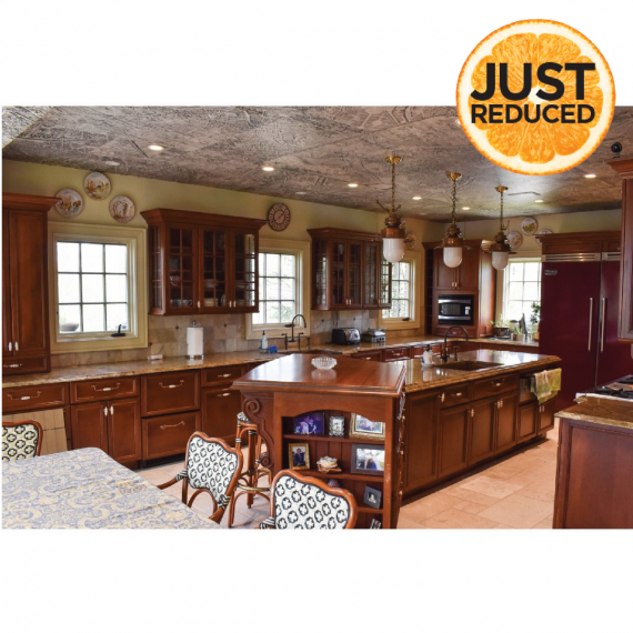 Russet Hickory Traditional Pre-Owned Kitchen