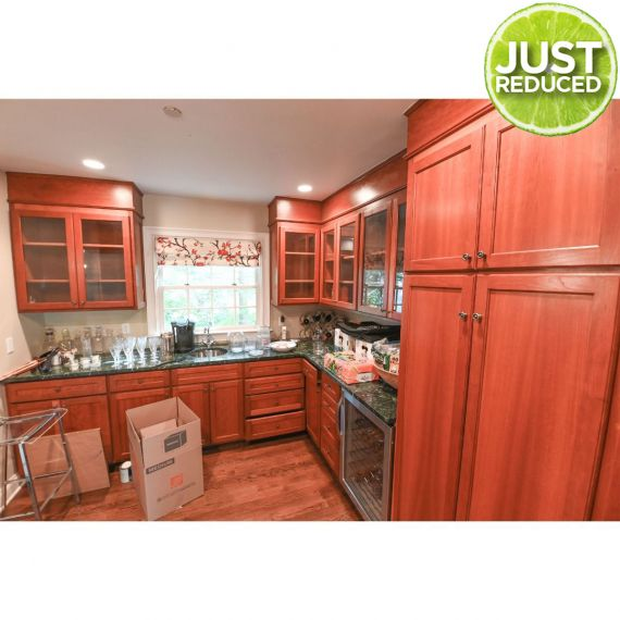 Custom Country Wood Traditional Pre-Owned Kitchenette