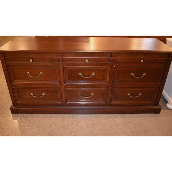 Ethan Allen Dark Wood 9-Drawer Dresser