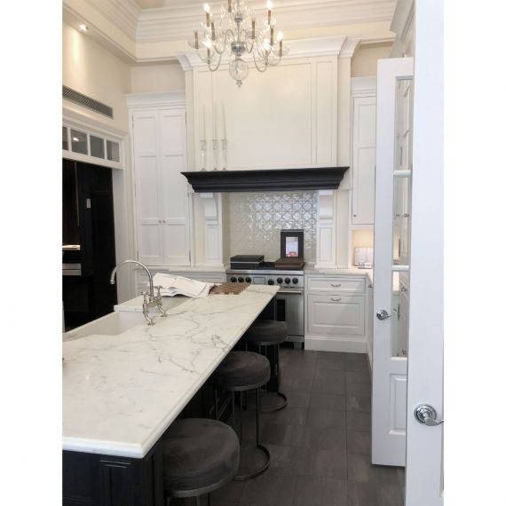 Cottonwood Delicate White Traditional Showroom Display Kitchen