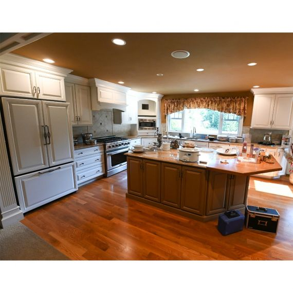 Ridgefield Toasted Coconut Traditional Pre-Owned Kitchen & Wet Bar