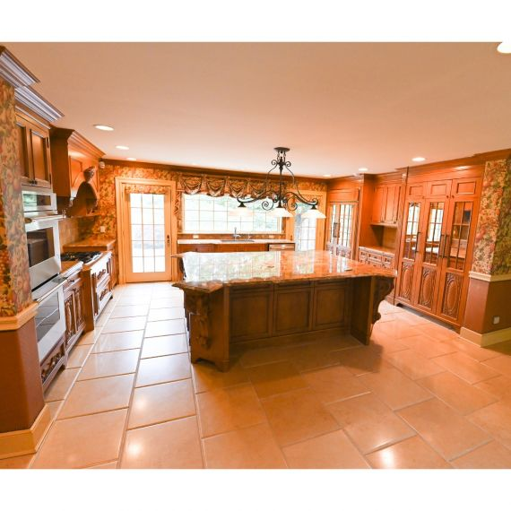 Locust Valley Traditional Pre-Owned Kitchen