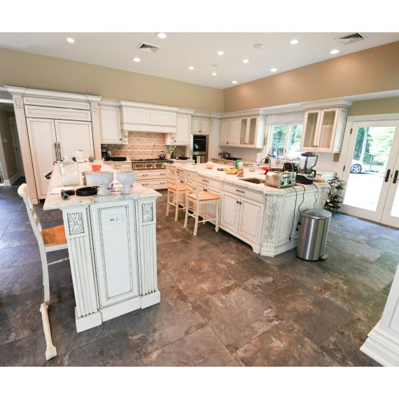 French Canvas Traditional Pre-Owned Kitchen
