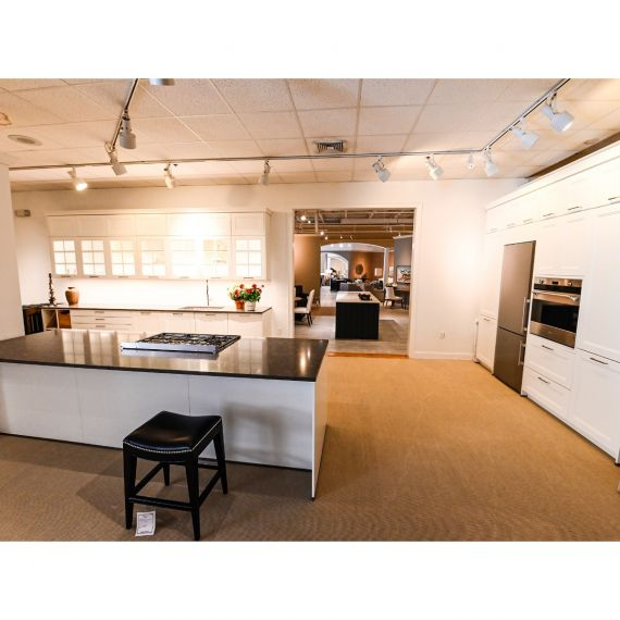 Bauformat Paramount White Transitional Showroom Display Kitchen