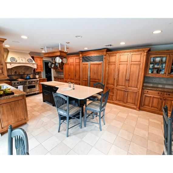 Against The Grain Traditional Pre-Owned Kitchen