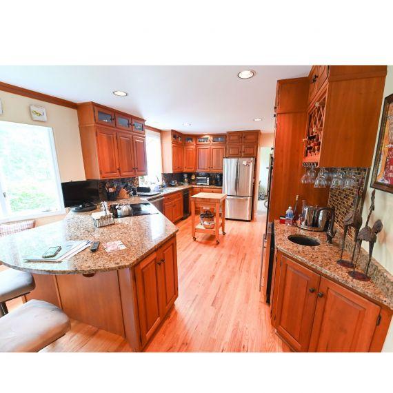 Quality Custom Ridgefield Pre-Owned Kitchen