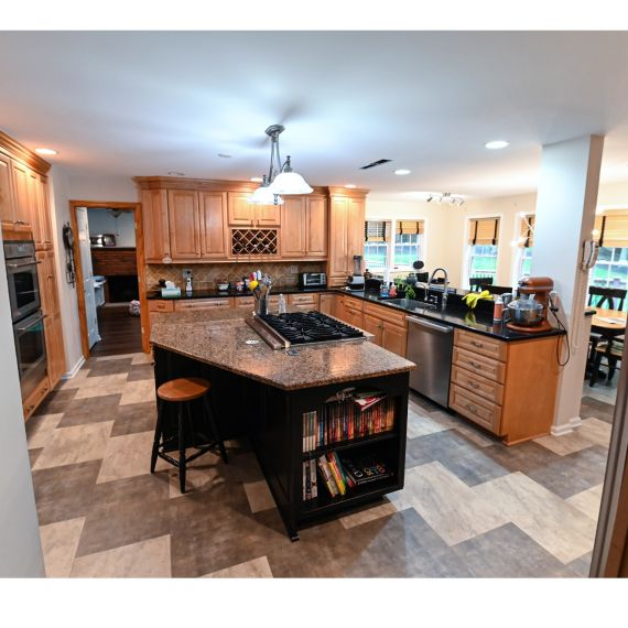 Medallion Black & Tan Traditional Pre-Owned Kitchen