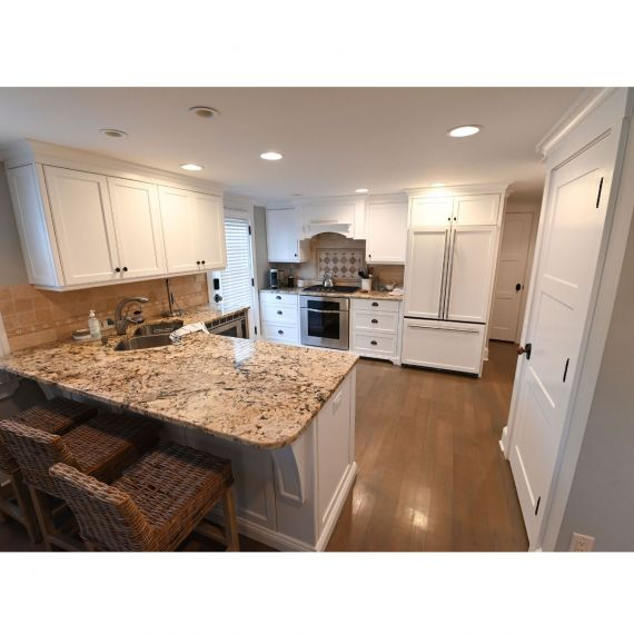 Spring Lake Simply White Traditional Pre-Owned Kitchen