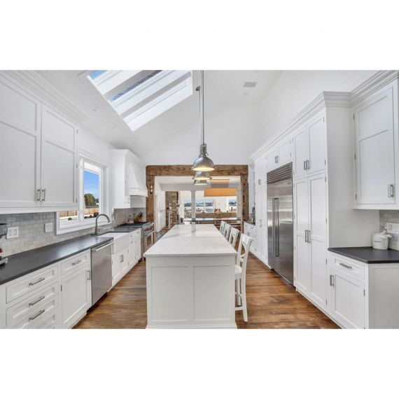 Castle Woodcraft Simply White Transitional Pre-Owned Kitchen