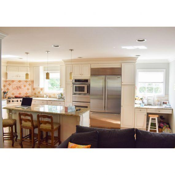 Short Hills Omega Traditional Pre-Owned Kitchen & Desk Area
