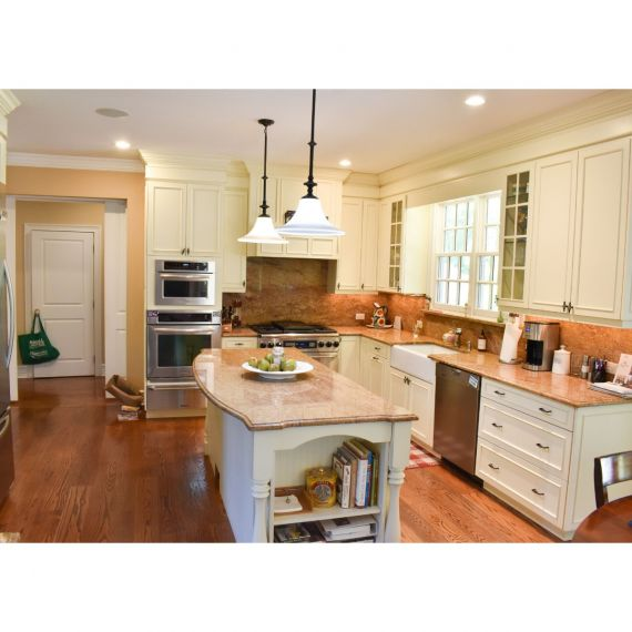 Soft Knit Traditional Pre-Owned Kitchen & Dry Bar
