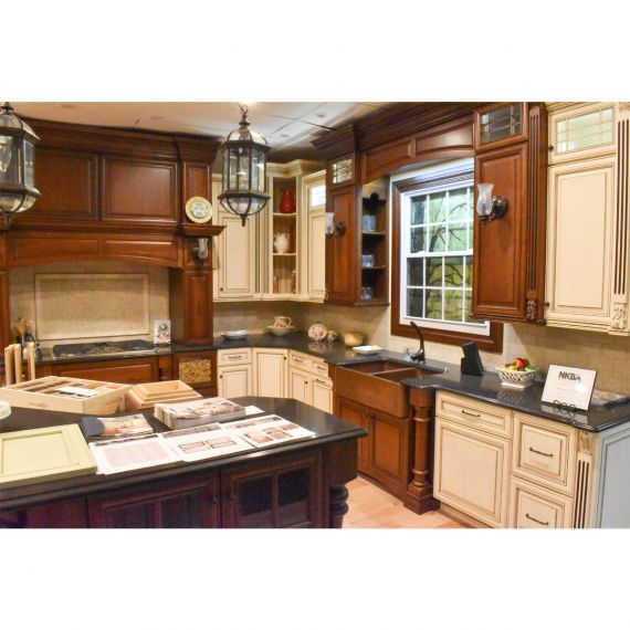 Antique Two Tone Traditional Showroom Display Kitchen