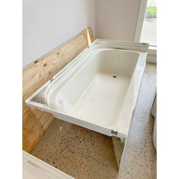 """Sterling 60"""" Biscuit Vikrell Alcove Tub"""