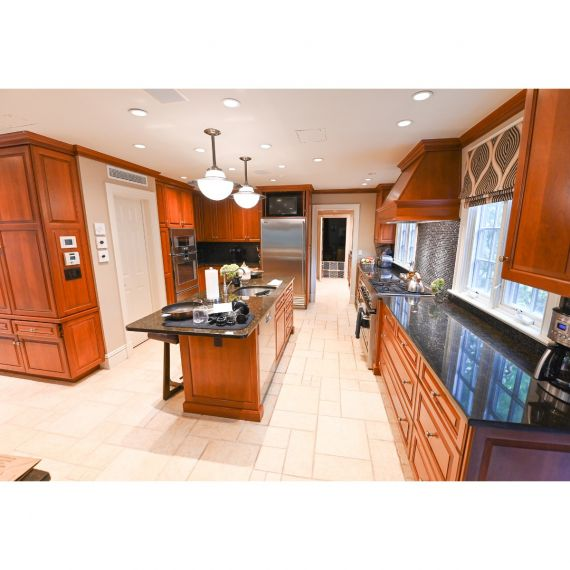 Heritage Coffee Traditional Pre-Owned Kitchen & Butler's Pantry