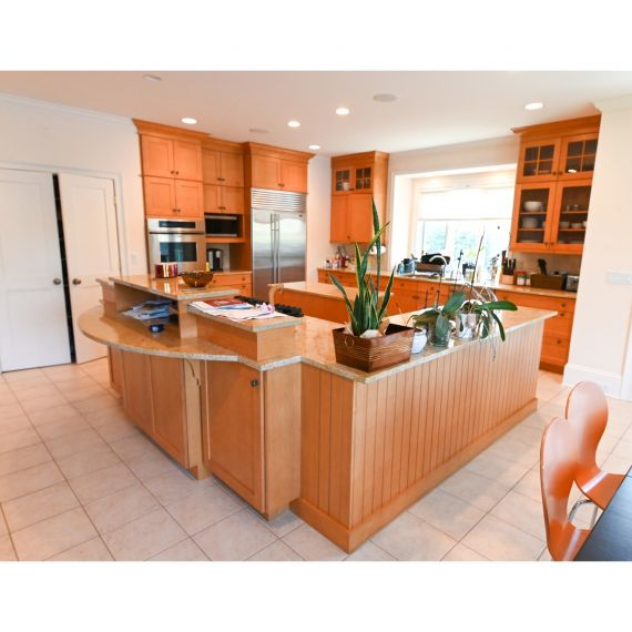 West Hartford Brookhaven Traditional Pre-Owned Kitchen & Dry Bar