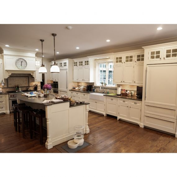 New Canaan Cadbury Creme Traditional Pre-Owned Kitchen & Butler's Pantry