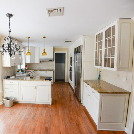Vapor White Traditional Pre-Owned Kitchen