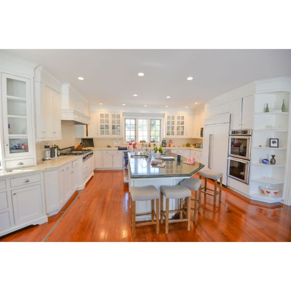 Cloud Nine Traditional Pre-Owned Kitchen