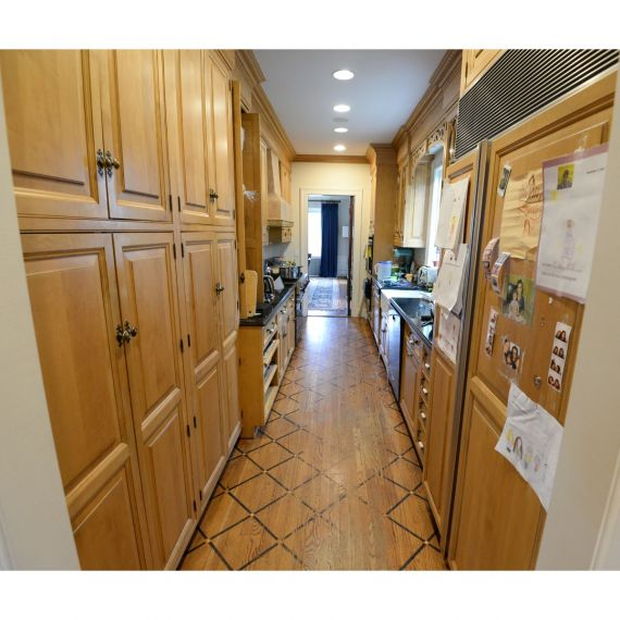 Quality Custom Strudel Traditional Pre-Owned Kitchen