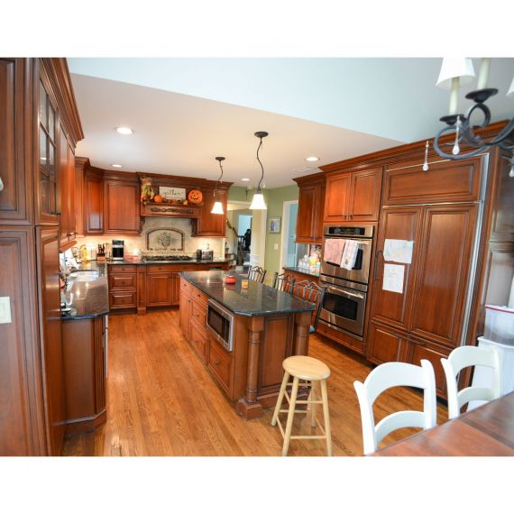 Brookhaven Sierra Traditional Pre-Owned Kitchen