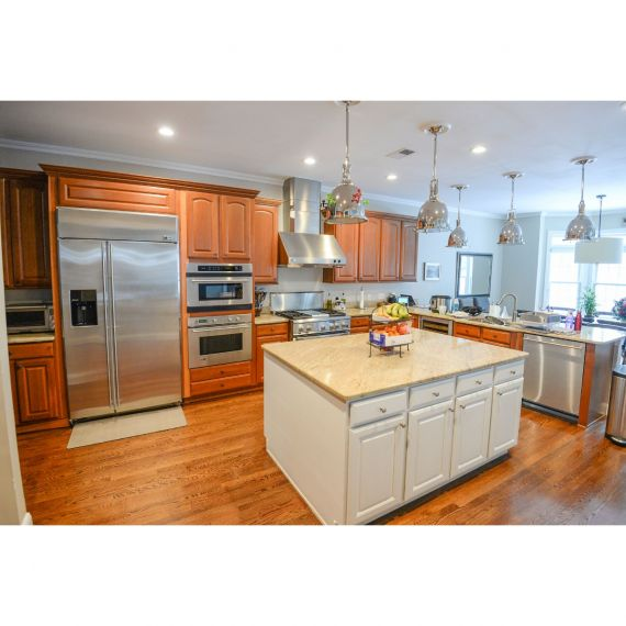 Tundra Maple Traditional Pre-Owned Kitchen