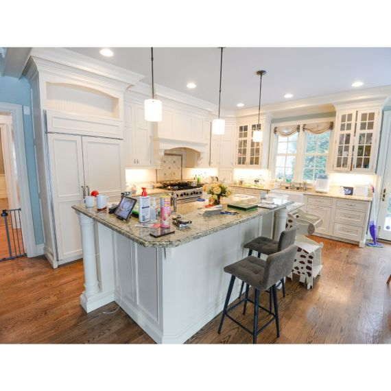 Signature Custom Pearl Traditional Pre-Owned Kitchen