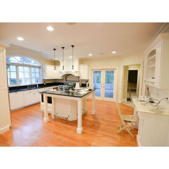 Lace Traditional Pre-Owned Kitchen