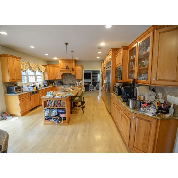 Medallion Sunrise Traditional Pre-Owned Kitchen