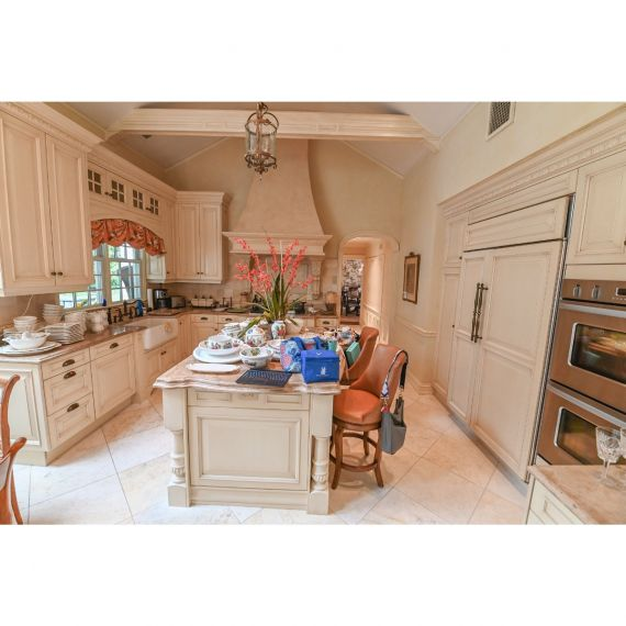 Downsview Golden Retriever Traditional Pre-Owned Kitchen & Wet Bar