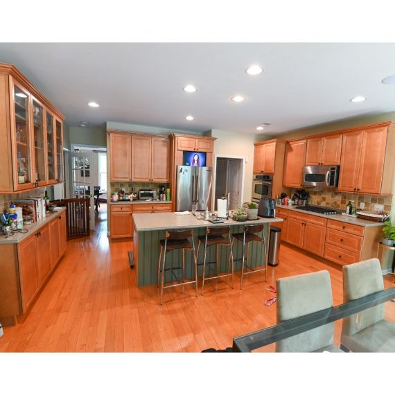 Merillat Green Brook Traditional Pre-Owned Kitchen