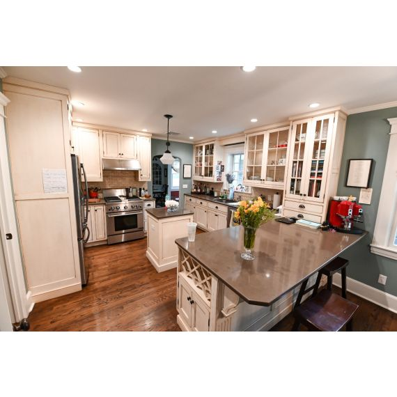 Yellow Stone Traditional Pre-Owned Kitchen