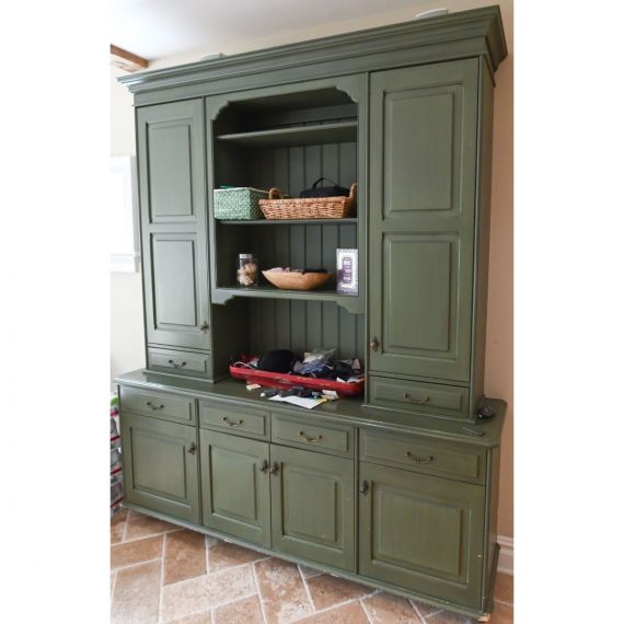Fatigue Green Traditional Pre-Owned Hutch