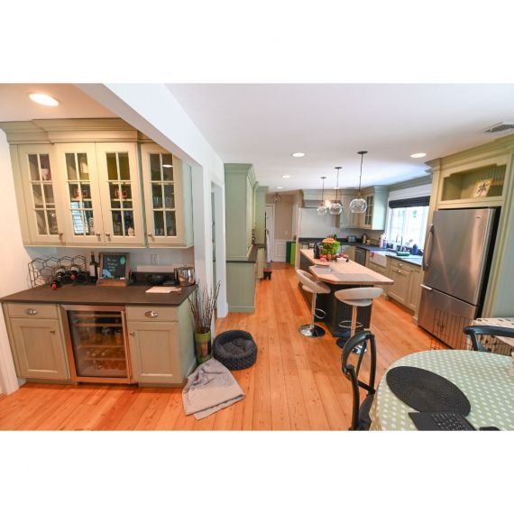 Wood-Mode Weekend Getaway Traditional Pre-Owned Kitchen & Dry Bar