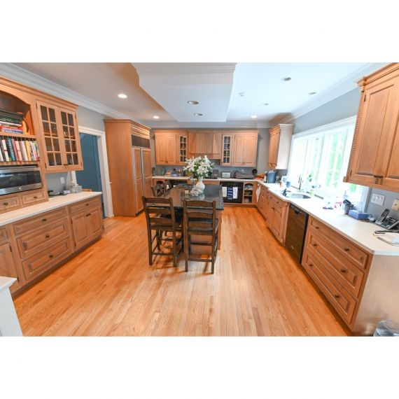 New Canaan Honey Wheat Traditional Pre-Owned Kitchen & Butler's Pantry