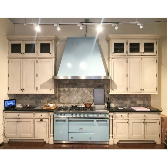 Heirloom Traditional Showroom Display Kitchen